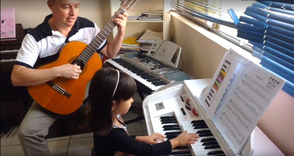 Aulas de Órgão Eletrônico para adultos e crianças a partir de 6 anos