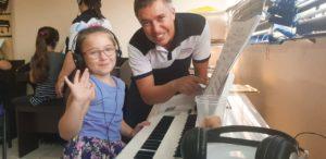 Aula de Órgão Eletronico Infantil