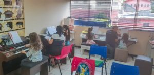 Aula de Orgao Eletronico Infantil Crianças CCB itapevi